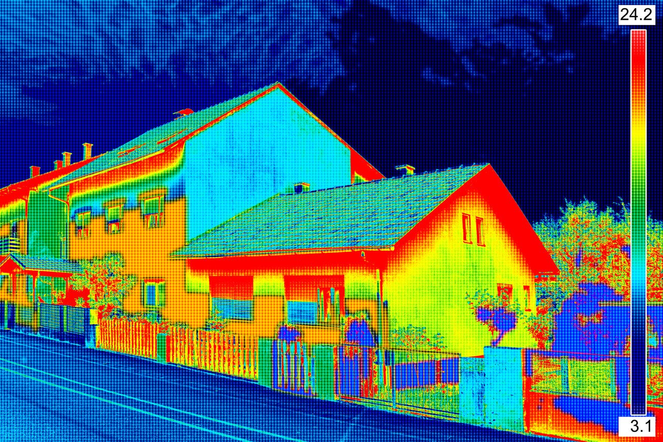 Thermographic photo of the house in polyurethane foam technology